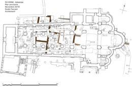Plan montrant tous les vestiges conservés dans le sous-sol de l'abbatiale. En brun, le plan de la 1e église haut-moyenâgeuse